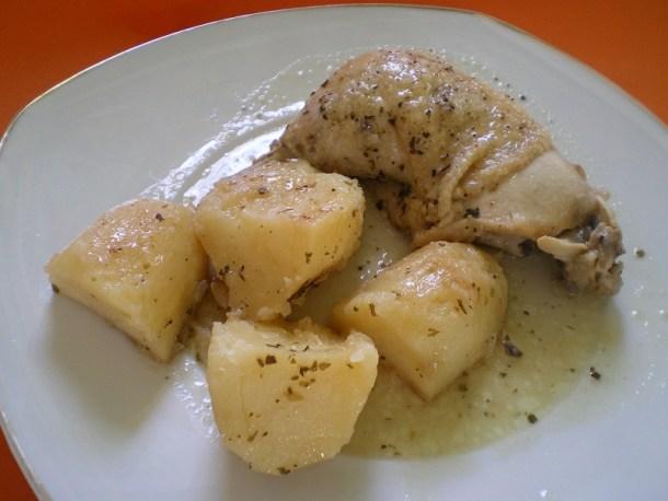 κοτόπουλο με πατάτες λεμονάτο φωτογραφία