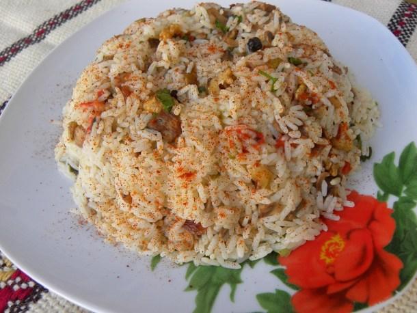 Εορταστικό ρύζι πιλάφι με μανιτάρια εικόνα