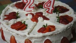 Τούρτα με μους Φράουλας και Λευκή Σοκολάτα