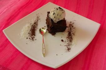 Καρυδόπιτα σοκολάτας με παντζάρια εικόνα
