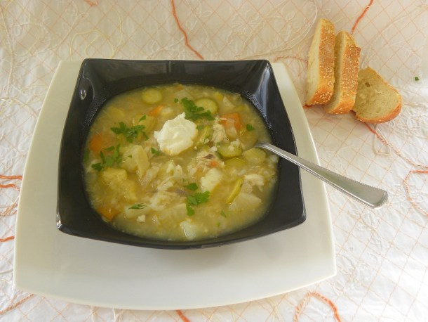 σούπα με αγκινάρες και σελινόριζα φωτογραφία
