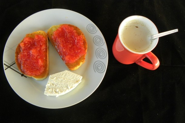 πρωινό με μαρμελάδα κυδώνι εικόνα