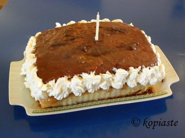 Victoria sponge cake with salted caramel