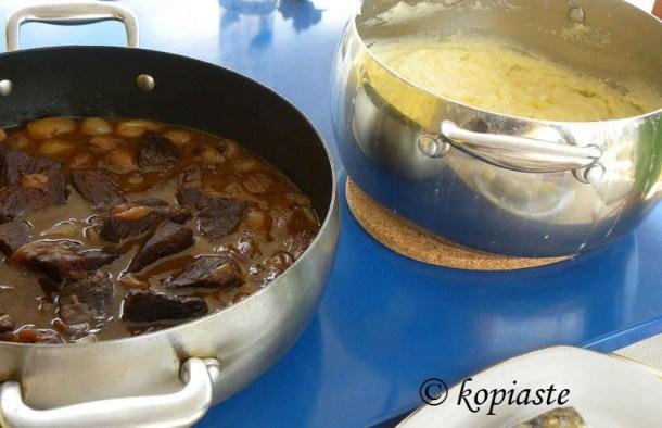 Moschari Stiffado and patates pourre