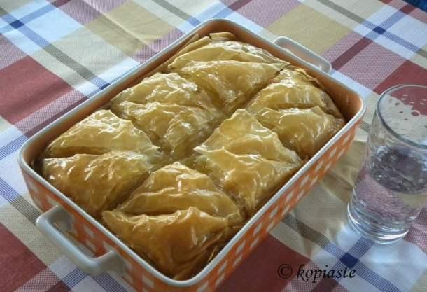 galaktoboureko (semolina pudding in phyllo)