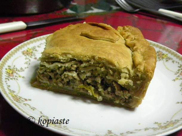 Kreatopita Meat Pie cut