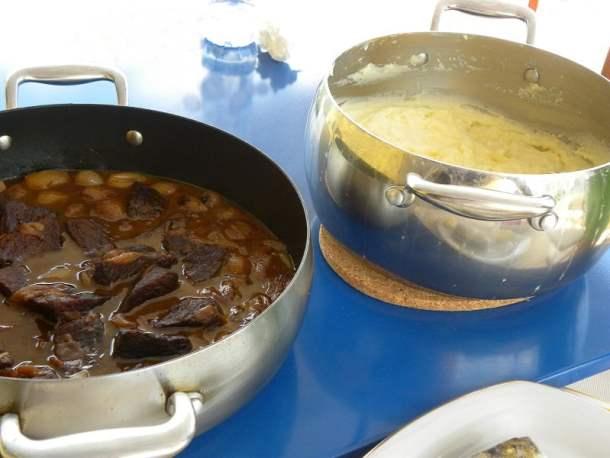 Moschari Stiffado and mashed potatoes image