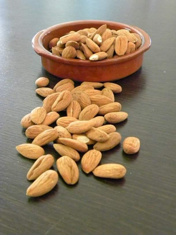 Raw almonds amygdala image