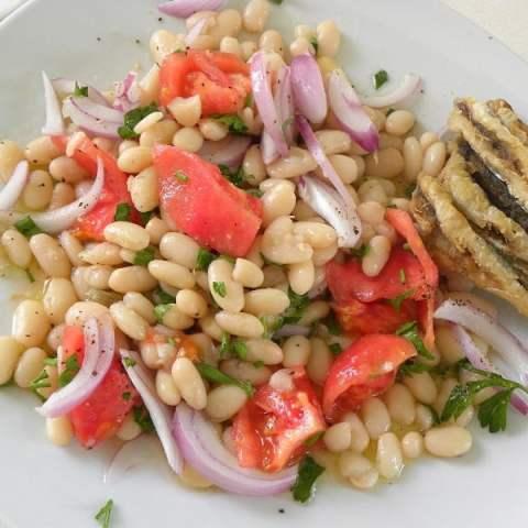 Fassolia Piaz (Greek White Beans Salad)