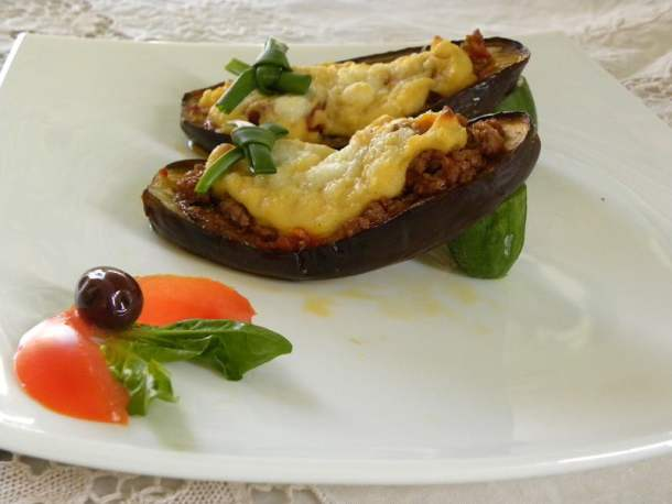 Stuffed eggplants (Papoutsakia)