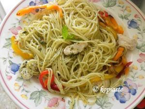 spaghetti with pesto and chicken small