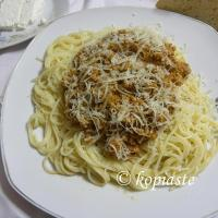 Makaronia me Kima (Spaghetti in Meat Sauce), the Greek version of Bolognese