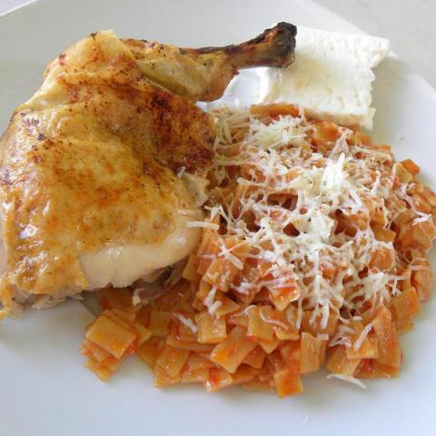 Kotopoulo me Hilopites (Chicken with Pasta)