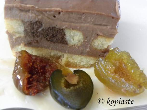 Chocolate pudding with three kinds of figs
