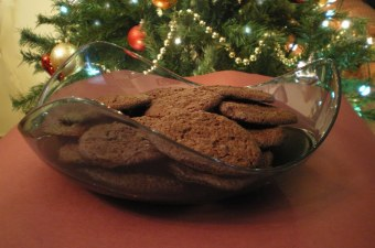 Carob and ginger cookies image
