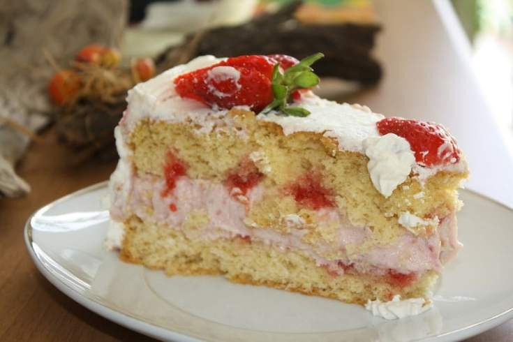 White Chocolate and Strawberry Mousse Cake