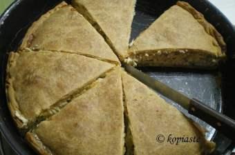 Kotopita me prassa (chicken and leek pie)