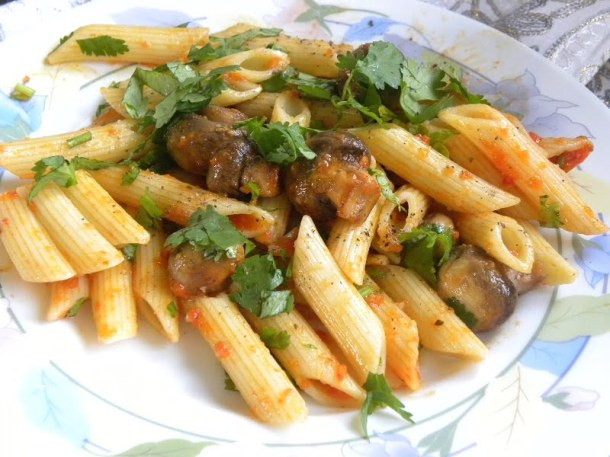 Penne with mushrooms and marinara sauce image