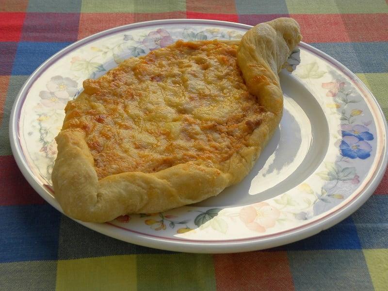Pizza Peinirli with Bolognaise Bechamel filling