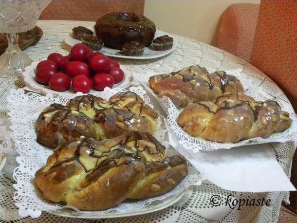 tsourekia-and-vegan-cake