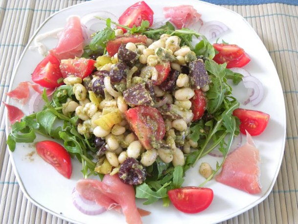 Fassolia with pickled vegetables image