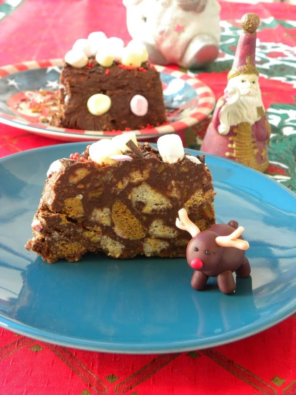 Gateau with leftover cookies cut image