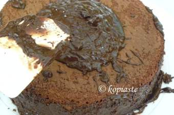 How to frost a Cake without making a mess