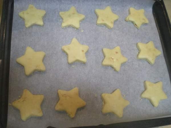 star shaped kourabiedes image