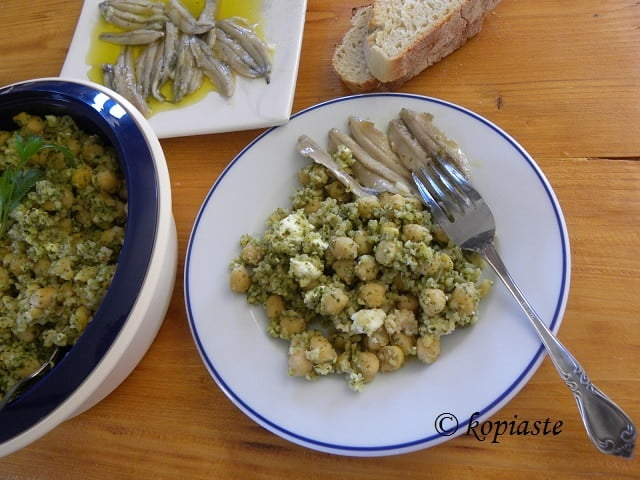 Chickpea salad with pesto image