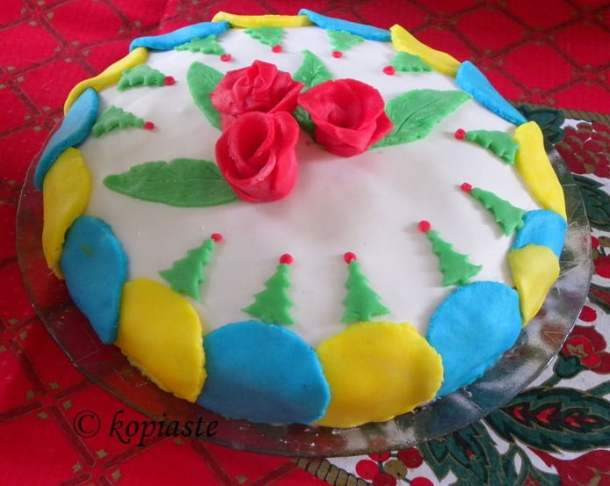 Sugar paste decoration for Christmas
