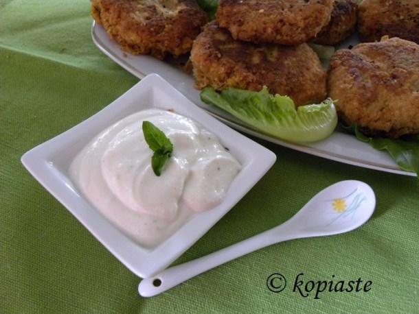 Garlic sauce with burgers2