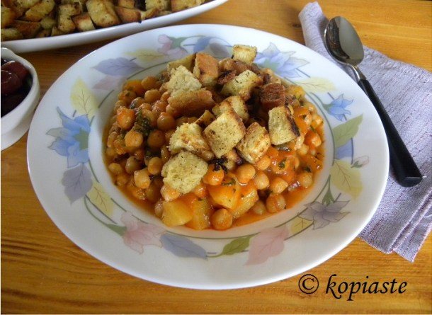 revithosoupa chickpea soup