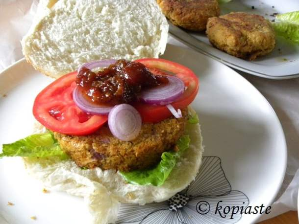chickpea-and-zucchini-burgers-2
