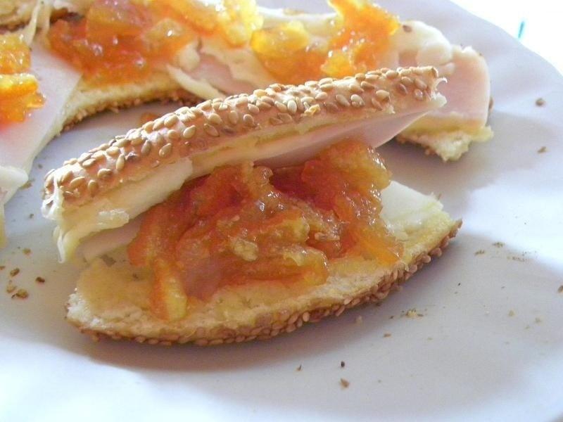 Koulouri Thessalonikis with marmalade