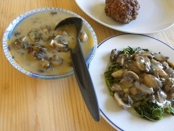Mpifteki with Vlita and Mushroom sauce image