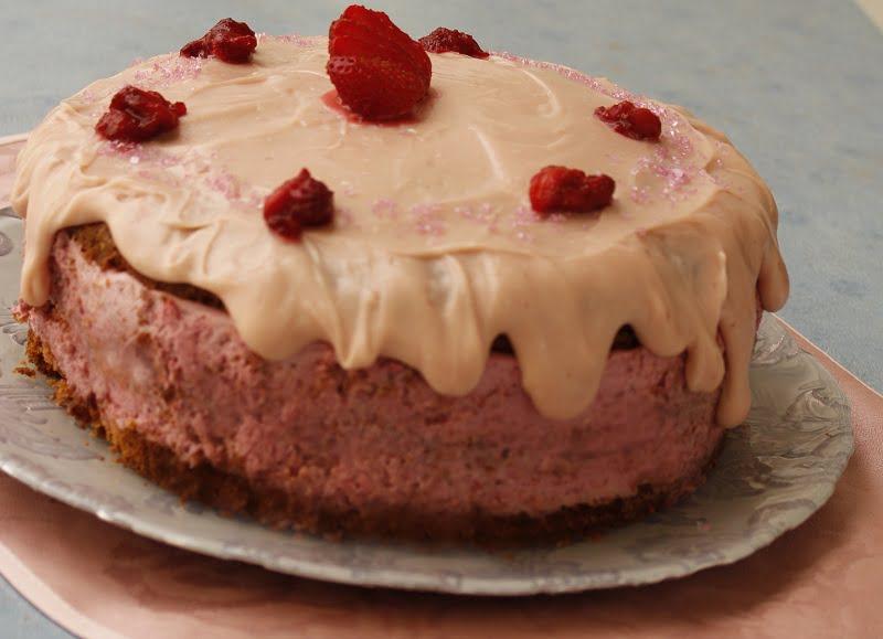 Tourta Fraoulita (Strawberry Cake)