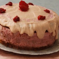 Tourta Fraoulita (Strawberry Cake)
