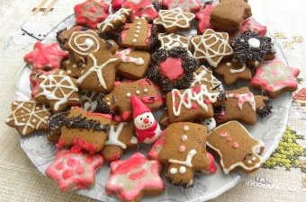 Gingerbread cookies with carob image