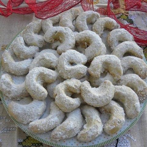 Vanillekipferl (Christmas Almond Crescent Cookies)