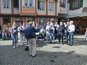 Zingen op het plein in Bernkastel-Kues