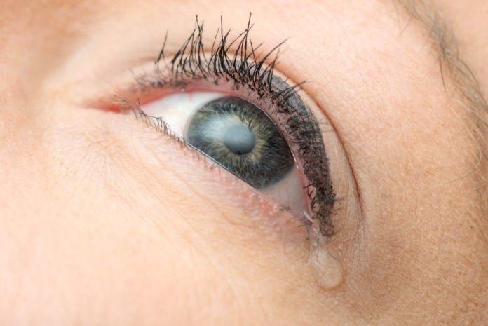 Penyebab Mata Sakit Saat Berkedip