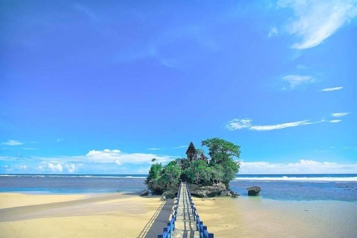 Wisata Pantai di Malang Selatan dengan Pasir Putih Indah