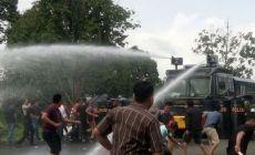 Permalink to Empat Lawang Mencekam, Polisi Terjunkan Puluhan Personil Hingga Kendaraan Water Canon