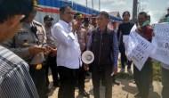 Permalink to Jalan Rusak Dampak Truk Pekerja Tol Kapalbetung, PT Waskita Karya Didemo