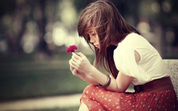 sad-korean-girl-wallpaper-1366x768