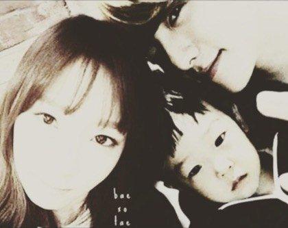 Baekhyun And Taeyeon Holding Hands
