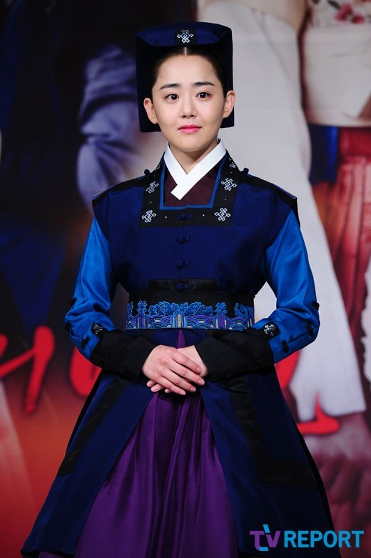 12 moon geun young