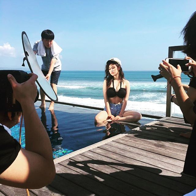 Image: Hyosung by the pool's edge for Cosmopolitan Korea photoshoot / Hyosung's Instagram