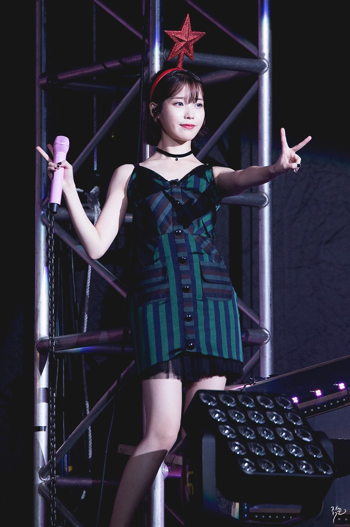 IU Goes Sexy In Short Black Dress For Latest Concert