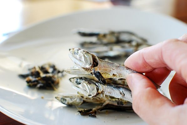 cleaning dry anchovies